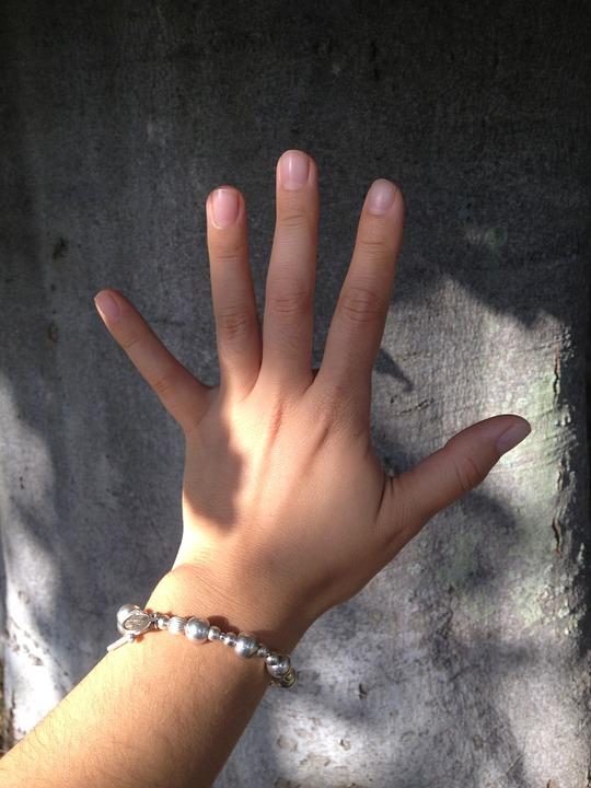hand-499761_960_720