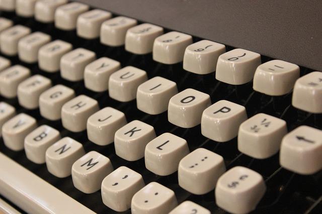 typewriter-354621_640
