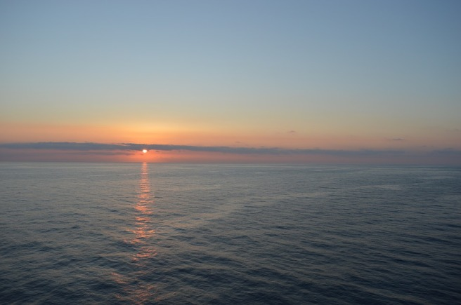 sunset-over-the-sea-2097944_960_720.jpg